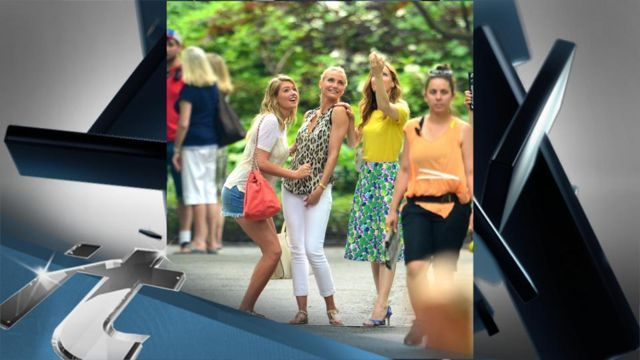 VIDEO: Kate Upton, Cameron Diaz and Leslie Mann take a bikini break from filming - http://ontopofthenews.net/2013/07/21/entertainment/video-kate-upton-cameron-diaz-and-leslie-mann-take-a-bikini-break-from-filming/