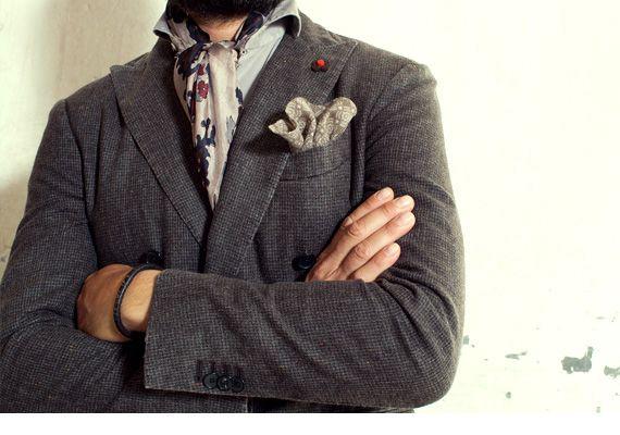 The Gentleman comeback - Giacca LARDINI, pochette ELEVENTY, sciarpa ALPHA, cardigan PAOLO PECORA, camicia DNL, pantaloni TRUENYC., cintura ORCIANI, scarpe BOTTI