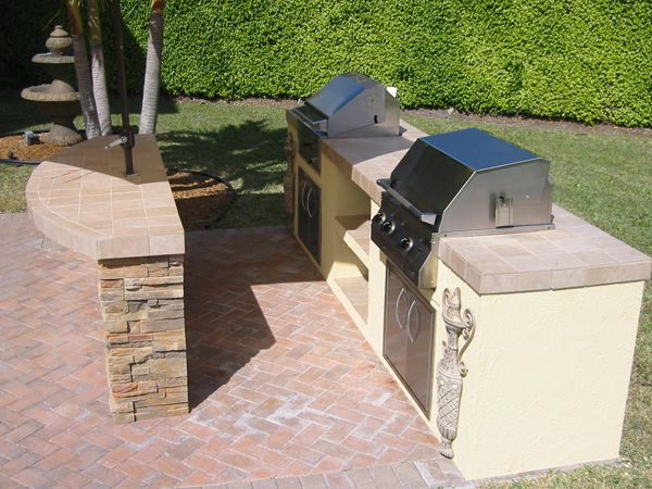 outdoor grills built in plans   Built In American Outdoor Grill in a Fully Functional Kitchen.