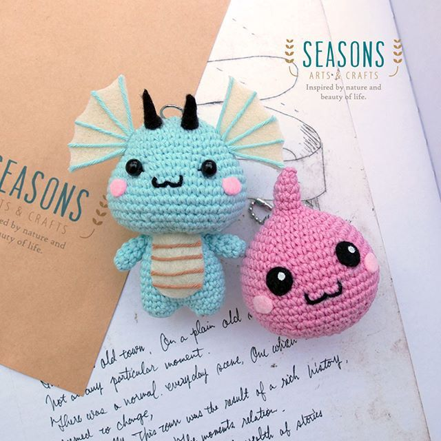 Now they are ready to ship! Super cute #poring and #dragonplushies in #amigurumidoll form.  You can customize your own #plushies for #bagcharm by contact us ^^ Hang them all around your bag.  Dragon #amigurumipattern is made by @allaboutami #allaboutami Thanks for sharing this cute stuff.  #dragonamigurumi #crochet #cuteplush #cuteplushies #madewithlove #handmadeamigurumi #handmadeplushies #amigurumibagcharm #kawaiiplushies #poring #cutedoll #jualbagcharm #custombagcharm #jualamigurumi…