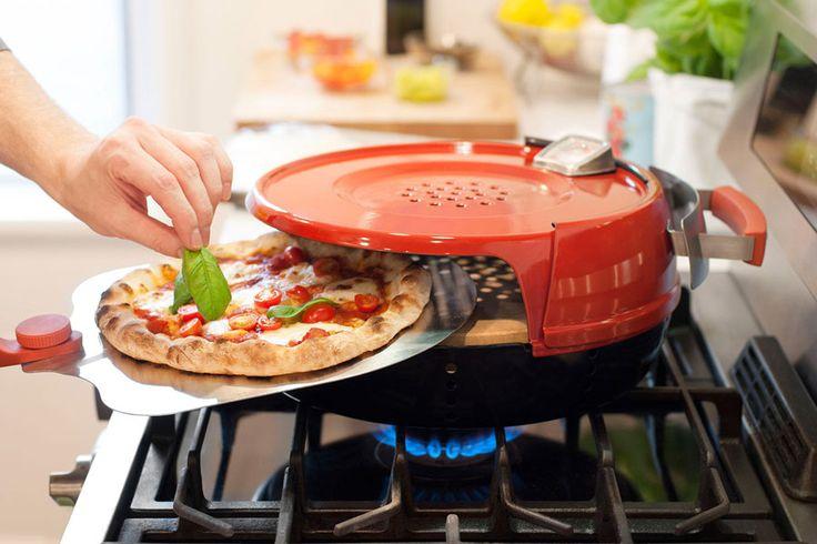 Le Pizzeria Pronto Stovetop de Pizzacraft est un mini four à pizza à gaz permettant de cuire ses pizzas depuis la gazinière de la cuisine