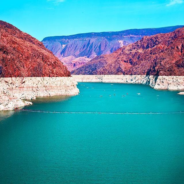 This is Hoover Dam kids! Other than being spectacular I know nothing about this place. When I arrived it was très hot and I had Vegas on my mind so didn't bother to learn myself up! Anyone have some fun Hoover Dam facts for me??? #frankiesroadtrip