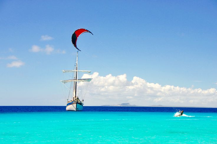 Blue Kite Cruise with Sailing Silverland. Book your dream vacation now at www.kitesurfcruises.com #watersportparadise #dreamvacation #kitesurfvacation