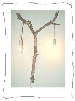 Neem na een wandeling in het bos een mooie tak mee naar huis en maak er een lamp van. Op ons blog lees je hoe je dat veilig en eenvoudig doet.