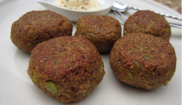 Polpette di pane nero e piselli |  bread meatballs with peas