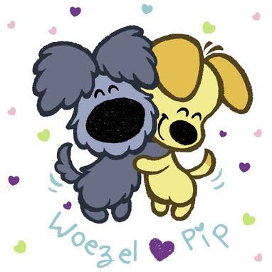 Woezel en Pip knuffelen elkaar.