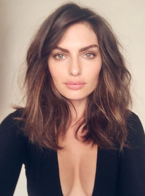 Alyssa Miller - Midlenght haircut side part with waves Ideas for a haircut Modern Fashionable Easy to copy. Great Cleavage | @andwhatelse