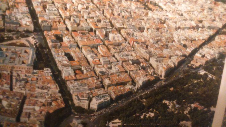 Austrias, Salamanca, Chamberí, Malasaña, Letras, Lavapiés, El Rastro,  y más ¿conoces algunos de los barrios de #Madrid?
