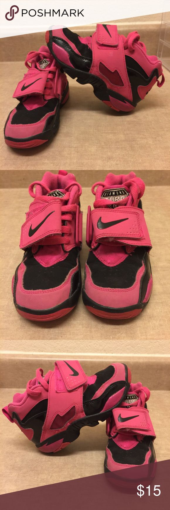 🎀Toddlers Nike Shoes🎀 Girls pink & black Nike shoes are in good condition there are some wears n tears but really not that noticeable see photos of condition! Nike Shoes Sneakers