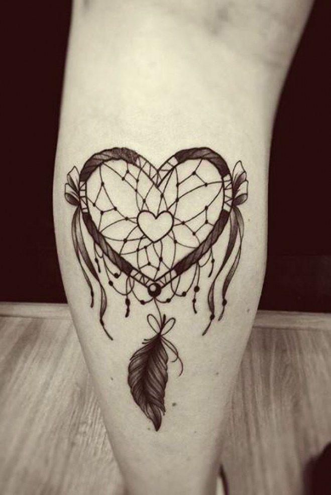 Coeur de tatouage en forme d'attrape-rêves (IG danielnovaistattoo)