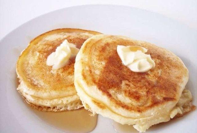 Εύκολη συνταγή για πλούσιες σε κάλιο τηγανίτες, χωρίς αλεύρι και γαλακτοκομικά, αλλά με μπανάνες!Πανεύκολες τηγανίτες χωρίς αλεύρι ή γάλα