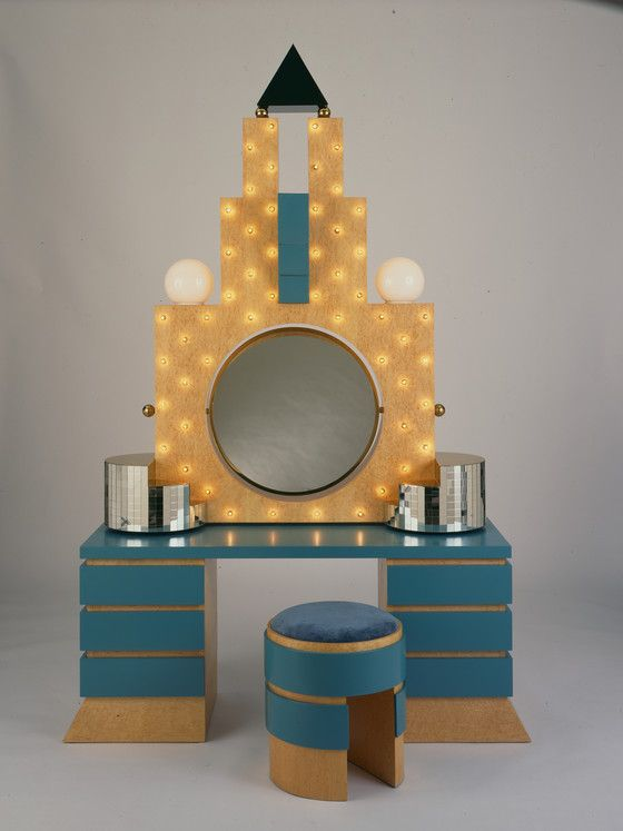 U0027Plazau0027 Dressing Table And Stool, 1981 | Michael Graves / Birdu0027s Eye Maple