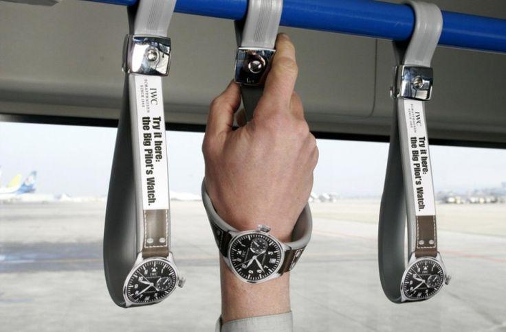 Sprytne wykorzystanie uchwytów w pojazdach transportu publicznego, które zastosowała firma zegarków IWC