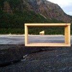 """""""La estructura de SALT se basa en la forma de los secaderos de pescado (fiskehjell). Se trata de una plataforma […]"""