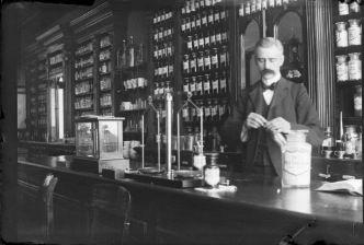 Apotheek van ziekenfonds de volharding conradkade den haag 1900