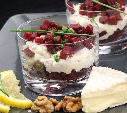 Tartare de betterave au camembert - Envie de bien manger. Plus de recettes de verrines sur : www.enviedebienmanger.fr/recettes/verrines