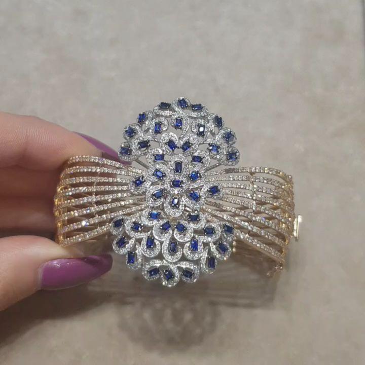 Lacin Ticaret Merkezi Xalqlar On Instagram Dunyanin Butun Sergilerinden Getirilmis Qizil Briliyant Zinet Jewelry Crystals Diamond Ring