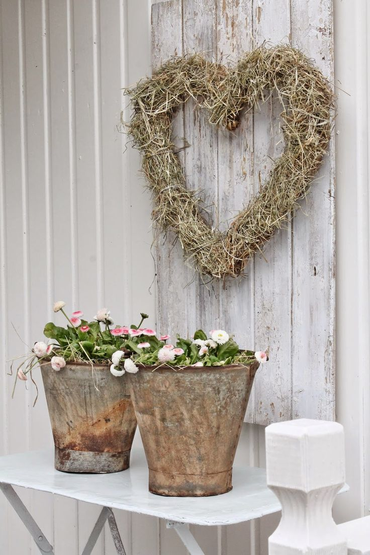 Simple Shabby Chic front porch decor inspiration