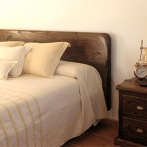 The mediterranean bedroom. Uncomplicated and essential, made in quality materials. A relaxing ambience conducive to calm.