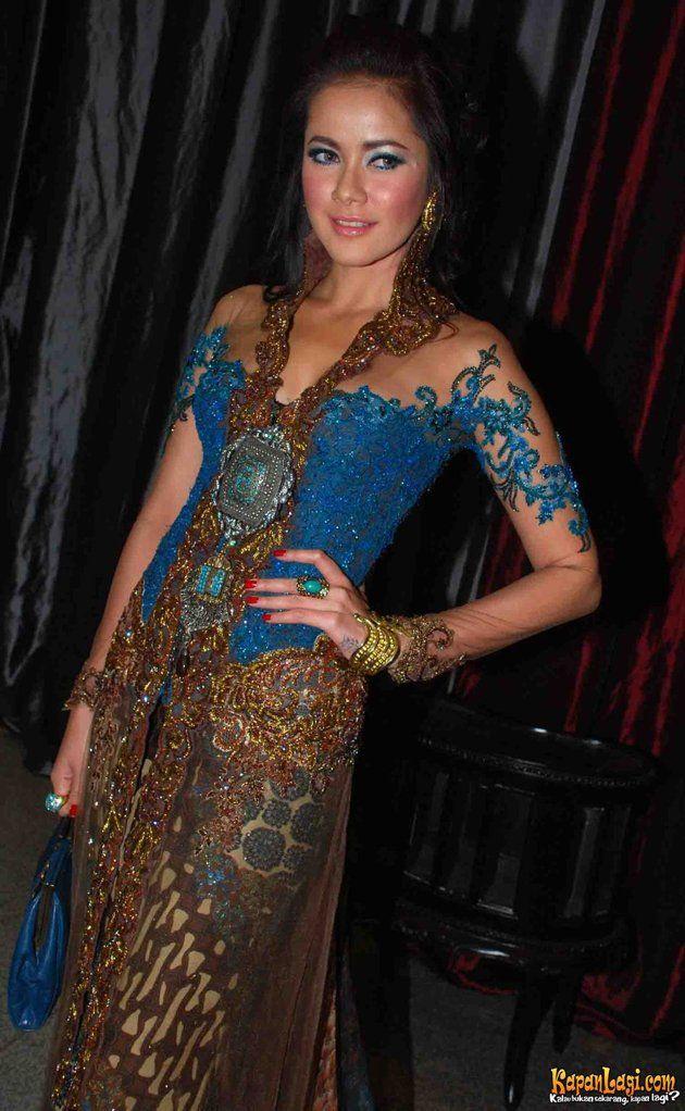 Mengambil Inspirasi Fashion dari Olla Ramlan Fashion