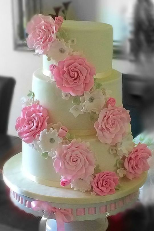 281 best pink and white cakes images on Pinterest | White cakes ...