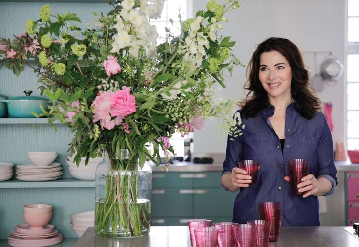 "With a delicious wit and down-to-earth demeanor, Nigella Lawson's Feel Good Food mantra is ""cooking great food without the stress."""