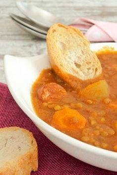 Lentejas: 8 recetas de lentejas ¡para repetir! , 8 recetas de lentejas que adorarás: lentejas con chorizo, con verduras, con curry, lentejas con Thermomix, ensalada de lentejas, con almendras...