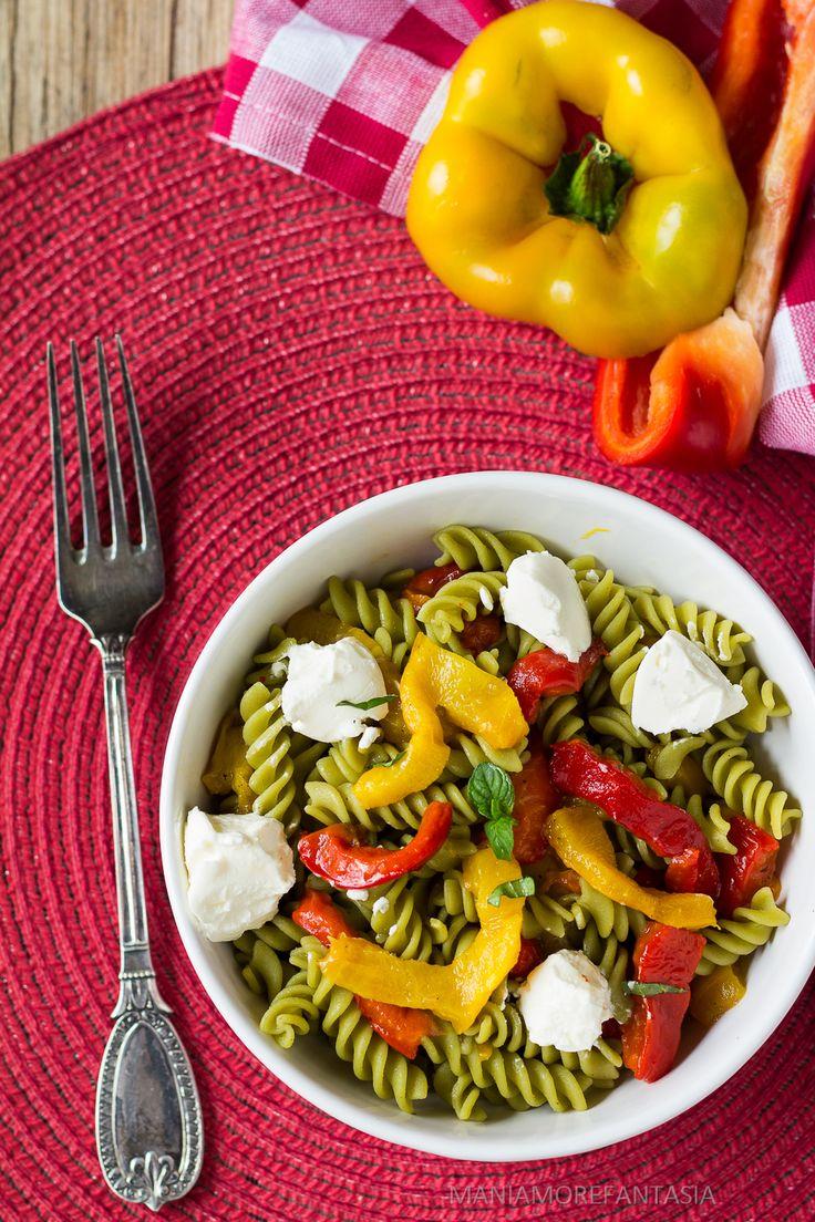 insalata di pasta di piselli con peperoni e philadelphia