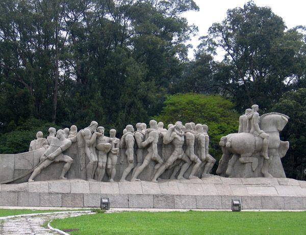 Monumento às Bandeiras,  em homenagem aos bandeirantes. - Parque do Ibirapuera - SP - Brasil