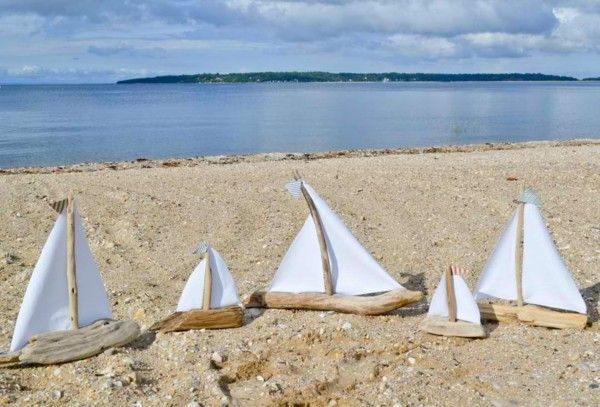 barquillos de vela de madera flotante