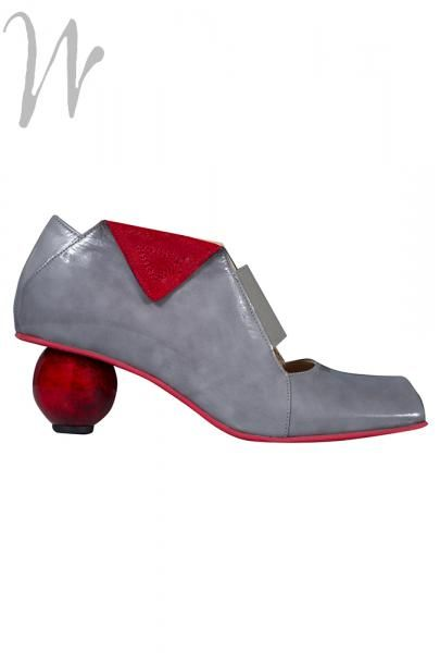 Grey patent #leather upper with contrast #red suede foldover detail. Red resin sole and amazing red ball heel. These #shoes are leather lined with fully removable insoles, and look terrific with the new #Rundholz Shark colour....