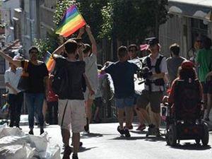 Video: LGBTİ yürüyüşüne polis müdahalesi: 7 gözaltı
