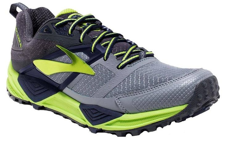 La zapatilla de running trail Brooks Cascadia 12 es una zapatilla para correr por montaña o caminos, lo que significa que tiene un comportamiento medio en todos los terrenos, pero que no destaca en ninguno de ellos, pues es una zapatilla todo-terreno. Es una zapatilla bien amortiguada y con buena tracción.
