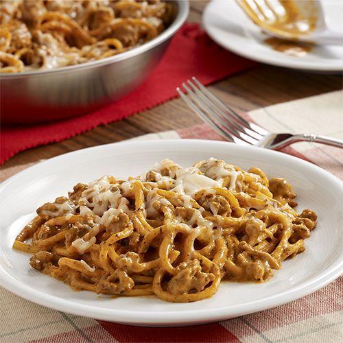 Espaguetis Cremosos al Sartén: Receta para pasta con salchicha italiana, salsa de tomate sazonada y queso crema, preparada en un sartén
