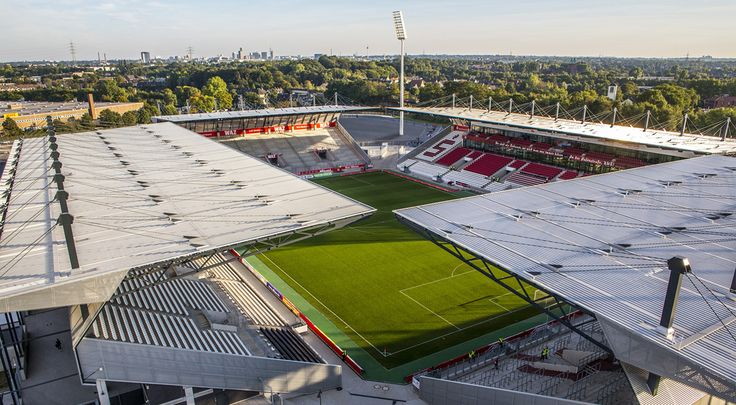 Stadion Essen, Essen, Alemania. Capacidad 20.650 espectadores, Equipo local Rot-Weiss Essen.