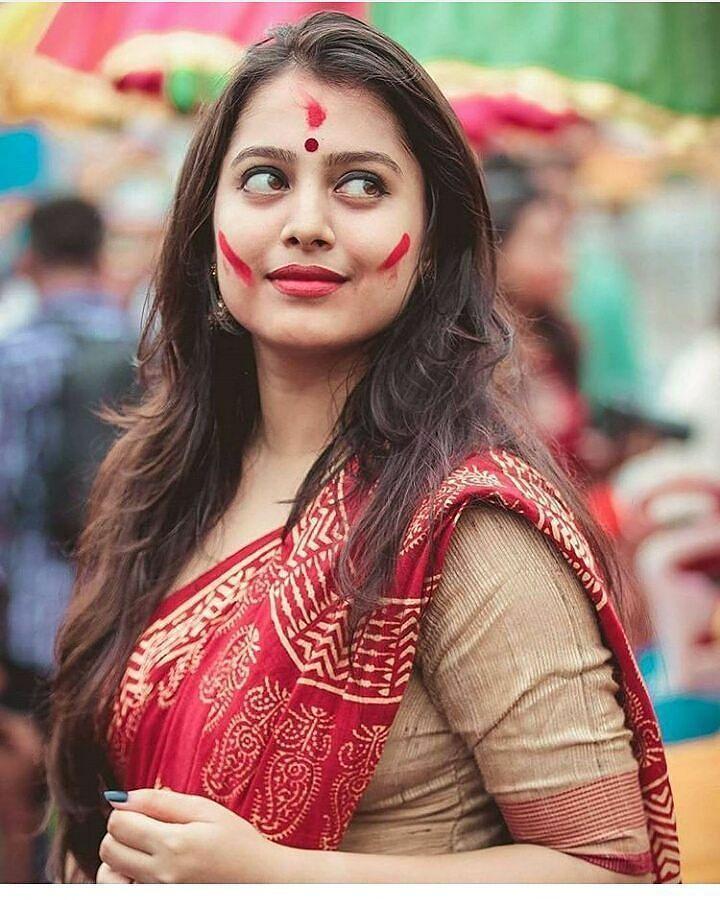 Beautiful Bengali Girl Follow Enigmatixmedia Instagood Navelpiercing Hotwheels Bengali Shoutcap Saree Photooftheday Navel