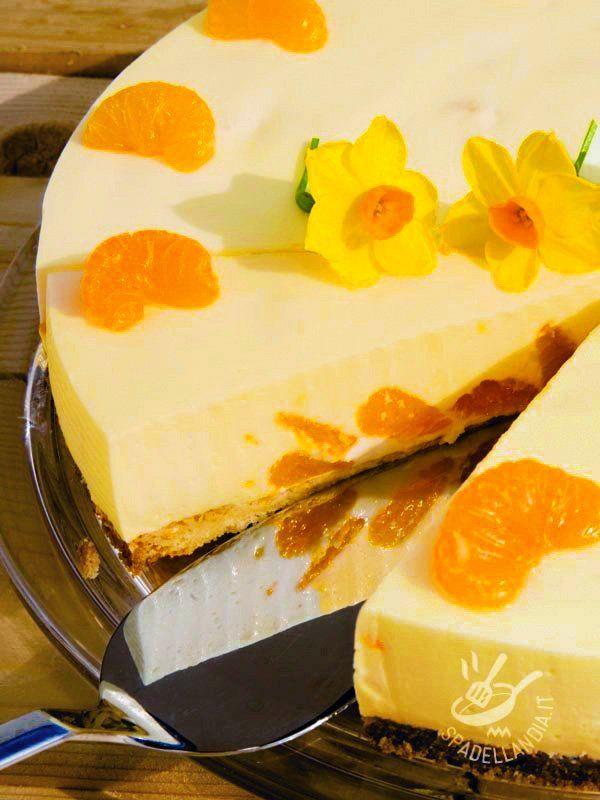 Il Cheesecake di yogurt agli agrumi senza burro è un dessert delicato, da concedersi quando la voglia di un dolce profumato prende il sopravvento...