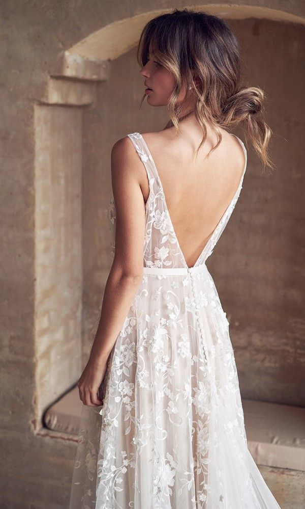 Anna Campbell Amelie v neck floral wedding dress with v back #weddingdress #bridalgown #bridaldress #weddinggown #annacampbell #weddingdress2019