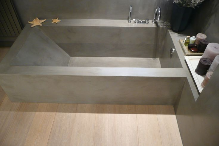 bañera microcemento SMSTUDIO BARCELONA. Con antidesbordamiento. Con menos inclinación.