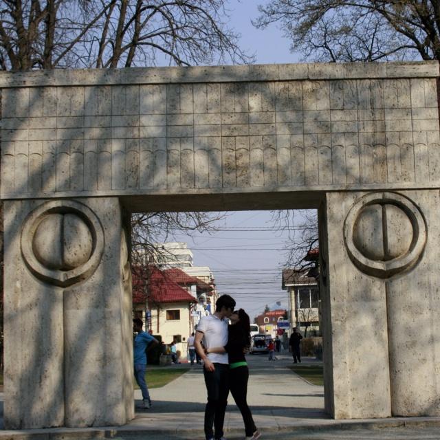 Poarta Sărutului (C. Brâncuși - Tîrgu Jiu)