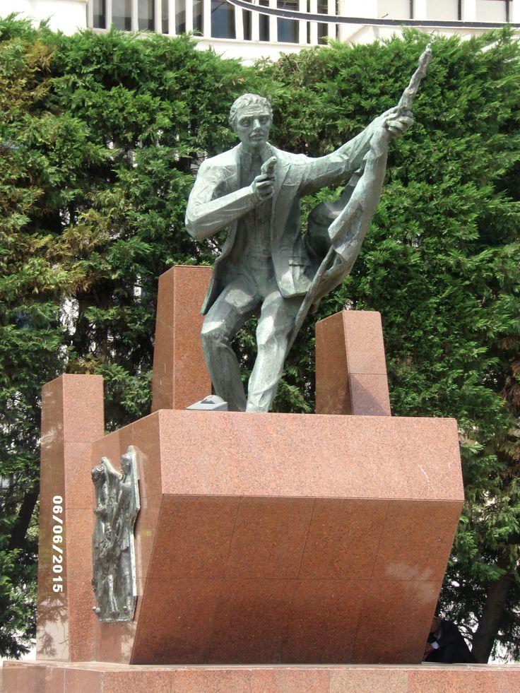 İlk Kurşun Anıtı - Konak Meydanı