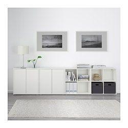 IKEA - EKET, Combinación armario+patas, blanco, , Una combinación baja proporciona un práctico espacio de almacenaje por ejemplo debajo de una ventana.Combina almacenaje abierto y cerrado para enseñar o esconder tus objetos.Las puertas y cajones llevan un sistema integrado para abrir/cerrar; así no necesitas pomos ni tiradores y se abren con una ligera presión.