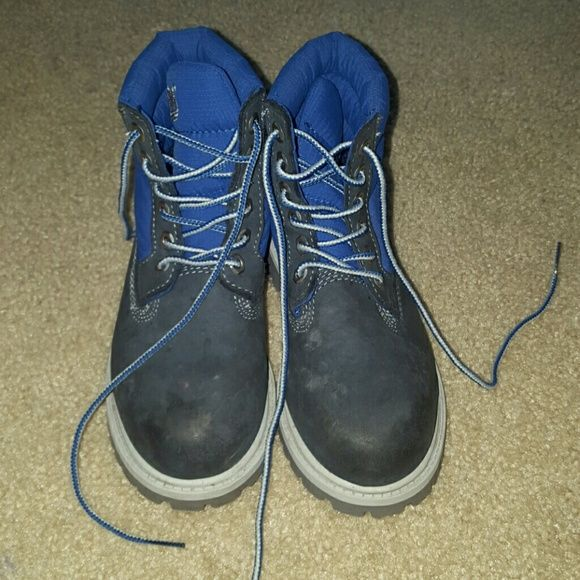 Timberland boots size 12.5 in young boys for sale Blue boots for sale  Size 12.5 for young boys Good condition  Must go fast Sale as is Timberland Shoes