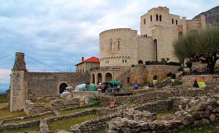 İskenderbey Kalesi Arnavutluk