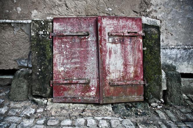 Rodemack France vieille porte de cave