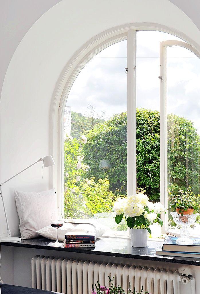 repisa en ventana formando asiento: Big Window, Dreams Houses, Interiors Design, Book, Arches Window, Reading Nooks, Places, Window Seats, Bays Window