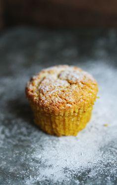 Muffins med saffran, så ljuvligt goda och saftiga ♥  Glutenfria Muffins med Saffran Ugn 175 grader  2 dl Mandelmjöl 1 msk Kokosmjöl 1/2 - 3/4 dl Rårörsocker (eller kokossocker) 1/2 tsk...