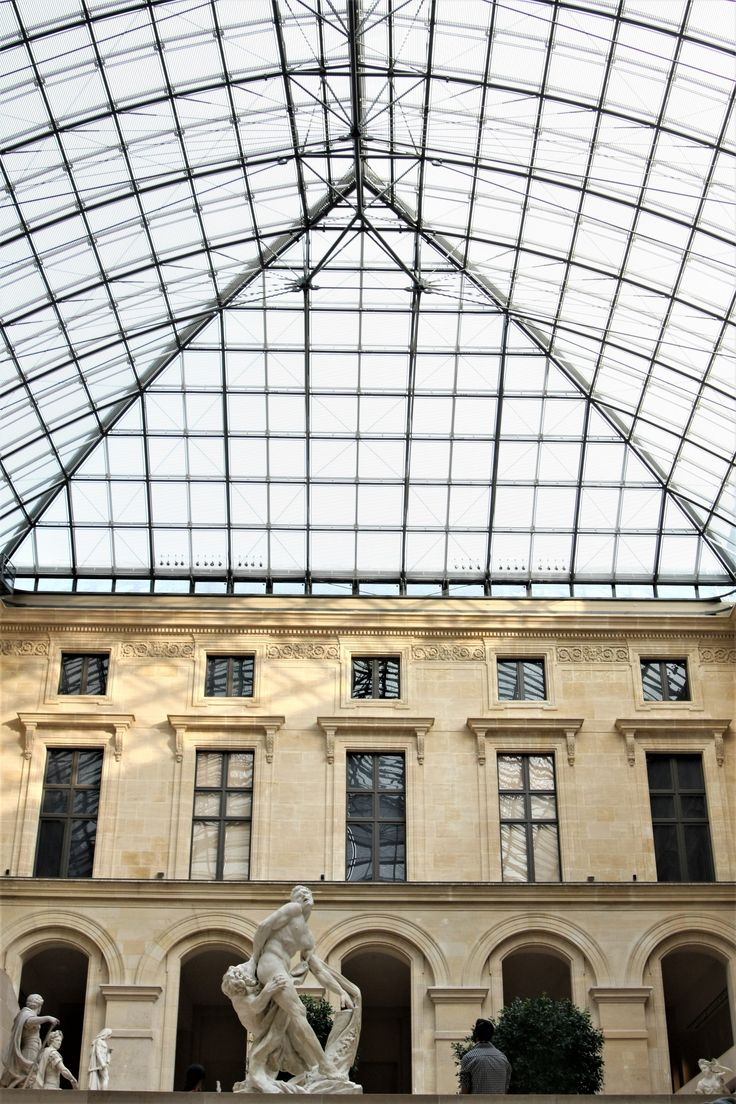 What to see in Paris? The Louvre!