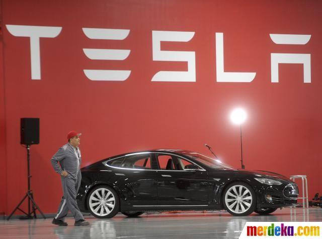 22 Juni 2012, Tesla resmi memasarkan Tesla Model S, sedan sport listrik berteknologi tinggi.