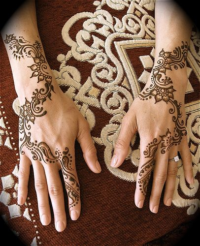 mehndi on top of hands